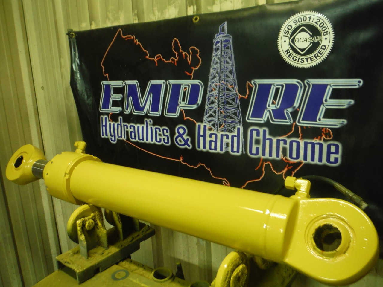 hydraulic cylinder - yellow